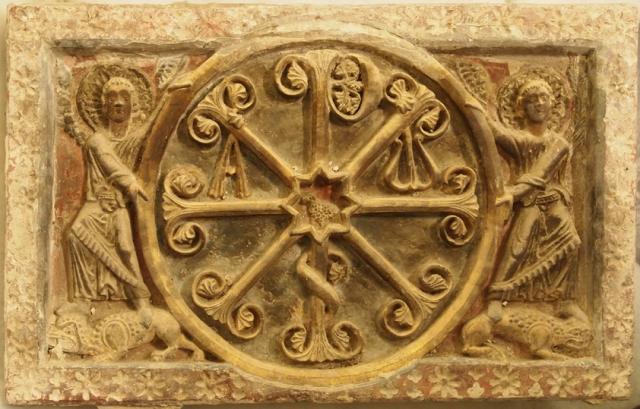 Crismón procedente de la catedral de Barbastro, antes de la restauración