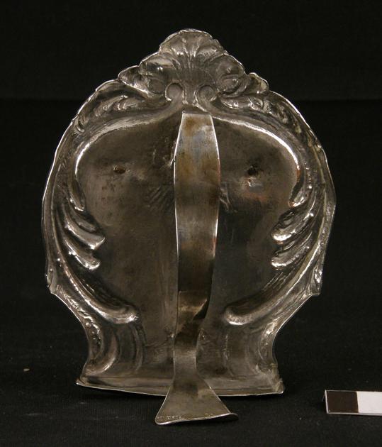 Portapaz, vista trasera y del asa. Museo Diocesano de Barbastro-Monzón