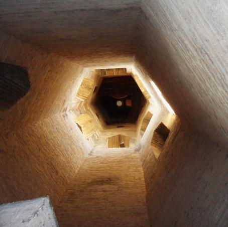 CONTRATORRE. Interior de la torre campanario de la catedral de Barbastro Siglo XVII