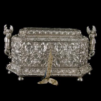 Arca para el Monumento de Jueves Santo. Plata repujada. Siglo XVII. Barbastro. Museo Diocesano de Barbastro-Monzón