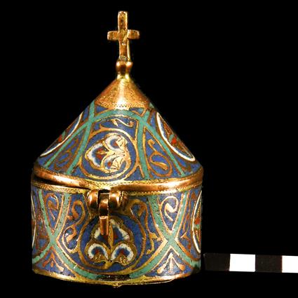 Píxide. Cobre sobredorado y esmalte champlevé. Siglo XIII, Barbastro. Museo Diocesano de Barbastro-Monzón