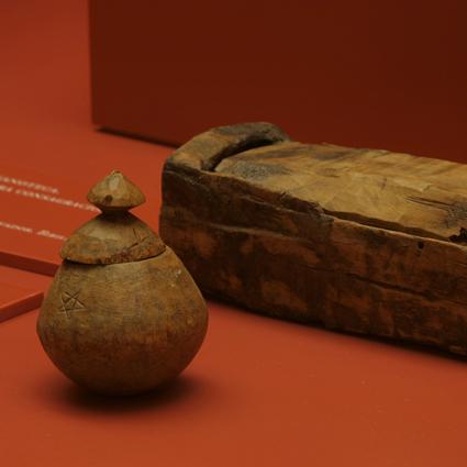 Lipsanotecas. Madera. Siglo XII, Procedentes de Bíbiles y Ardanué (rectangular). Museo Diocesano de Barbastro-Monzón