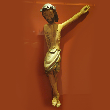 Cristo Crucificado, Talla en madera policromada. Siglo XIV, Salinas de Trillo. Museo Diocesano de Barbastro-Monzón