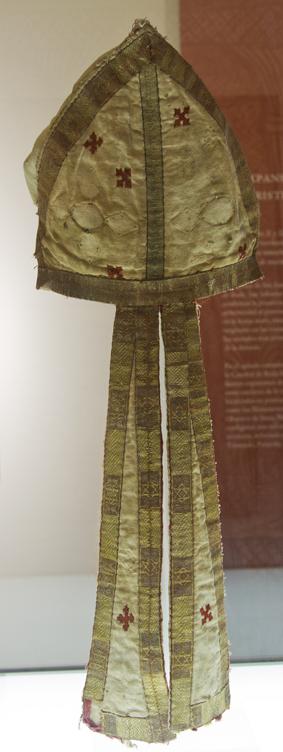 MITRA del abad de San Victorián. Museo Diocesano de Barbastro-Monzón. Foto Tolosa
